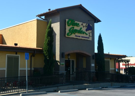 Front picture of olive garden kennesaw tripadvisor for Does olive garden do reservations
