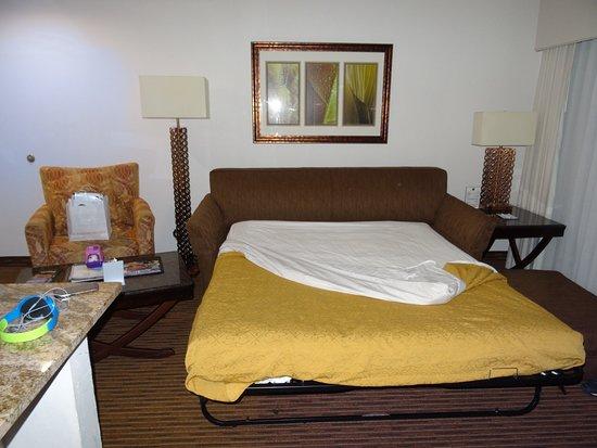Quality Suites Lake Buena Vista: Wohnzimmer mit Ausziehcouch