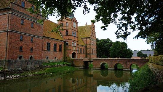 Rosenholm Slot: Le pont, unique point de passage pour accéder au château