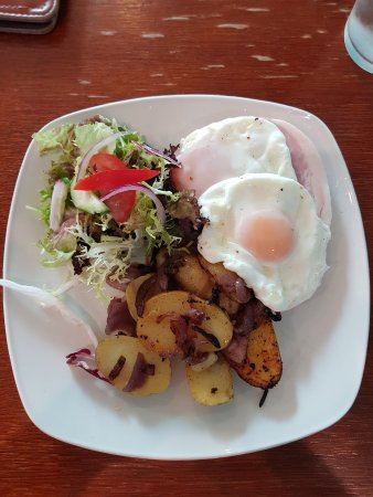 The Courtyard Restaurant Cafe: Ham and eggs