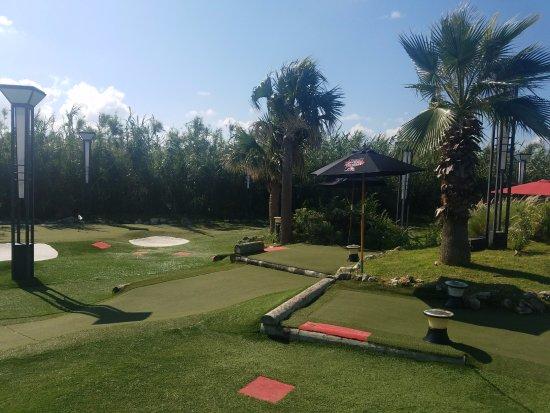 Bermuda Fun Golf : View of the course