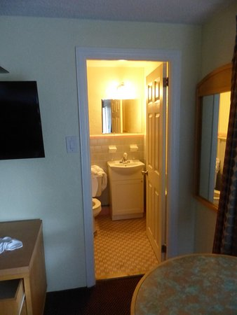 Rio Grande, NJ: bathroom was kind of small but not too small