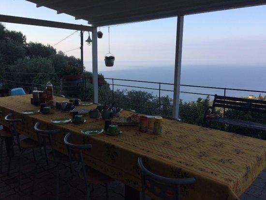 Azalea: Colazione vista mare <3