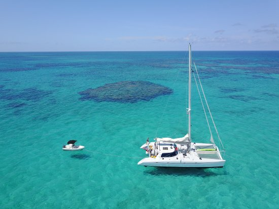 Marsh Harbour, Isla de Gran Ábaco: Anchored off Fowl Cay Preserve for a snorkel!