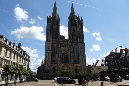 Cathédrale de Coutances : cathédrale ND de Coutances façade occidentale