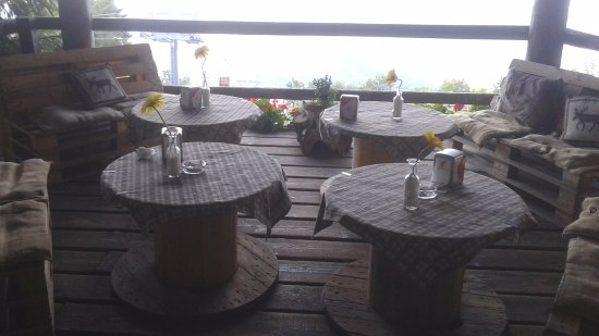 Aviatico, Италия: Ingresso ristorante/rifugio
