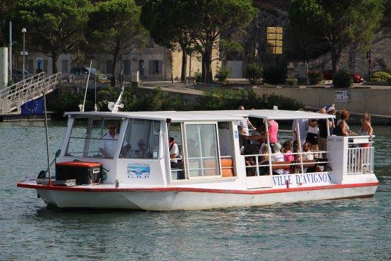 Ile de la Barthelasse : Le bateau qui assure la traversée