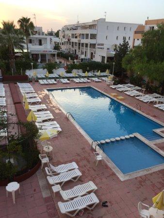 Azuline apartamentos sunshine sant antoni de portmany for Piscine ibiza avis