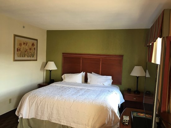 Greenfield, MA: Nicely appointed room