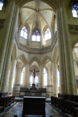 Eglise Saint Pierre: Choeur et déambulatoire église St-Pierre