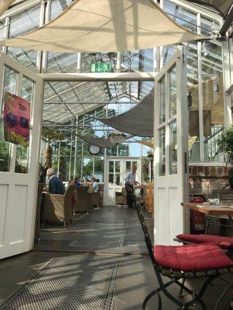 das cafe in der gartenakademie berlin restaurant bewertungen telefonnummer fotos tripadvisor. Black Bedroom Furniture Sets. Home Design Ideas