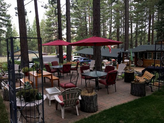 Heavenly Valley Lodge Bed & Breakfast: Top patio