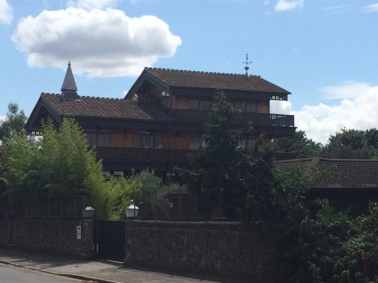 Huck's Chalet, viewed eastward from Hampton Court Road at the St. Alban's Riverside bus stop