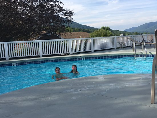 Manchester View: Pool with the kids