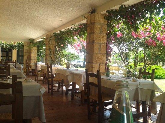 Porticato foto di ristorante sa pedrera cabras for Il portico pizzeria bologna