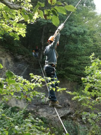 Ant outdoor action: Mijn zoontje over de 35 meter brug