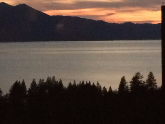 Harrah's Lake Tahoe: Sunset view from Friday's Station