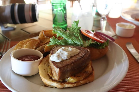 Arenas del Mar Beachfront & Rainforest Resort: Tuna Burger