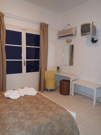 Pandrossos Hotel: Bare basic furnitures