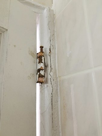 Elmsford, Estado de Nueva York: Bathroom door hinge