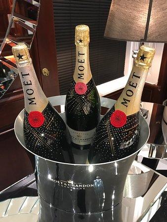 Silks Bistro & Champagne Bar: photo0.jpg