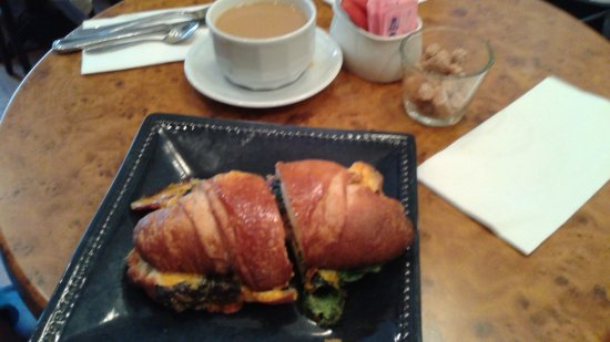 L'Auberge de France: Egg and bacon on croissant.