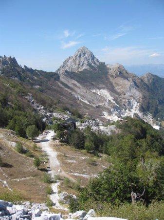 Minucciano, Италия: Il Rifugio Orto di Donna visto dall'alto