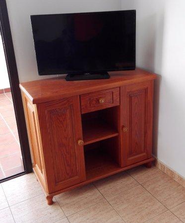 Rosamar Apartments: Interior, TV plasma, muebles algo antiguos pero limpios y en buen estado