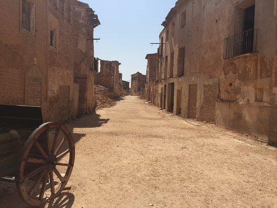Belchite : Entrada al pueblo viejo por el arco de la Villa