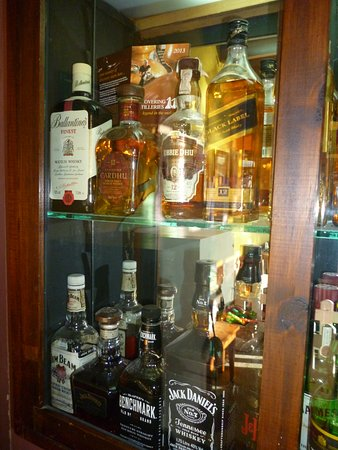 La Basilica: Tienen un escaparate con muchos whiskies importados