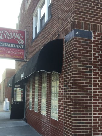 Slyman's Deli: Outside