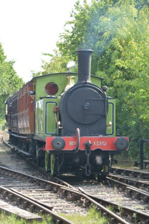 Mid Suffolk Light Railway Museum: LNER Y7 0-4-0T 1310 approaching Brockford