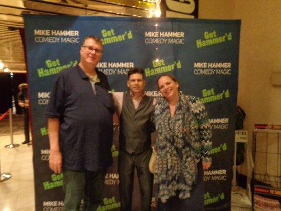 Mike Hammer - Comedy & Magic Show: Mike neemt de tijd voor iedereen na de show