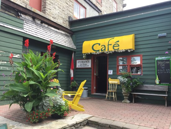 Yellow Canoe Cafe: Entrance to the restaurant