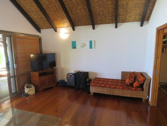 Tamanu Beach: Our spacious Living room with polished hardwood floors.