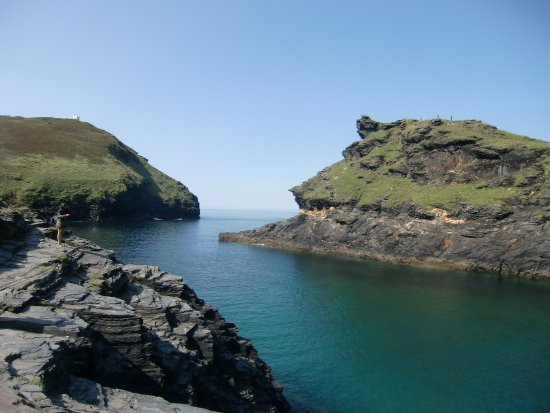 Views around the corner from the Boscastle Harbour out to sea