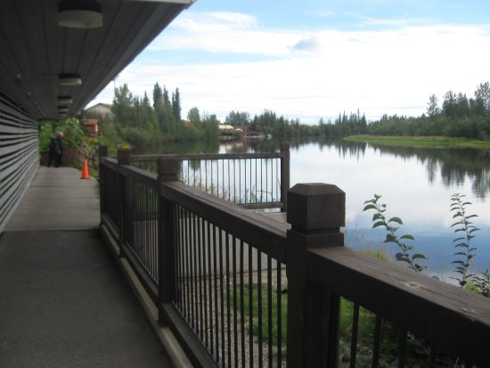 Fairbanks Princess Riverside Lodge: River behind the Lodge