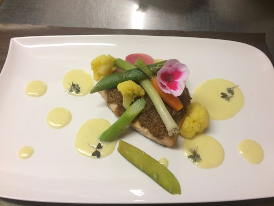 Restaurant Le Trapoun : Filet de saumon en croûte d'herbes