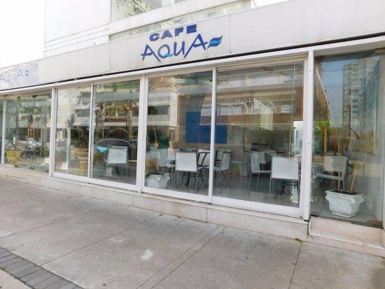 Hotel Aqua: Buena ubicación, buena atención.