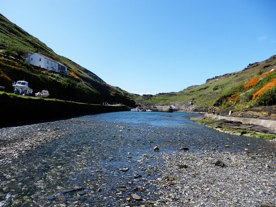 Boscastle, UK: The views from what ever position are really rewarding, even from the exposed river bed.