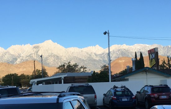 Dow Villa Motel : View of Mt. Whitney right out the window!