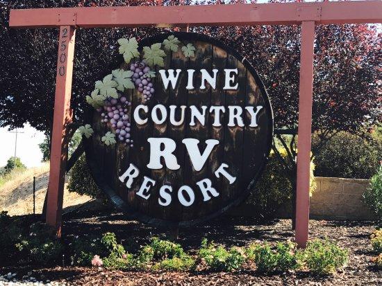 Wine Country RV Resort: RV park sign
