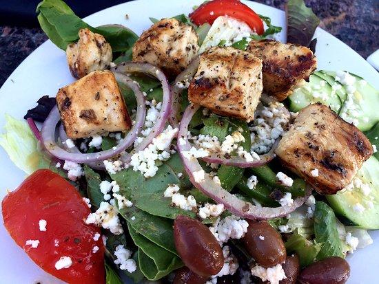 Hellenic Kouzina: Greek salad with chicken