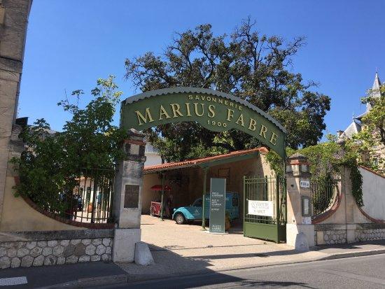 Getlstd property photo bild fr n savonnerie marius fabre for Savonnerie scham salon de provence