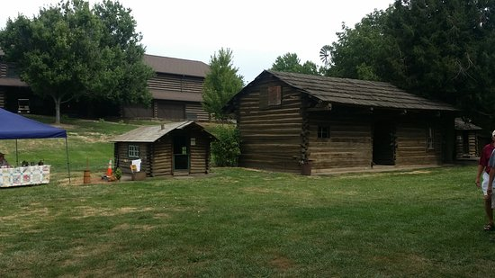 Fort Walla Walla Museum: Pioneer cabins relocated to the museum site.