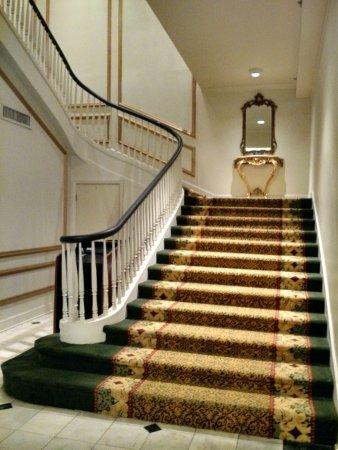 Bourbon Orleans Hotel: Grand Staircase to Bourbon Orleans Ballroom