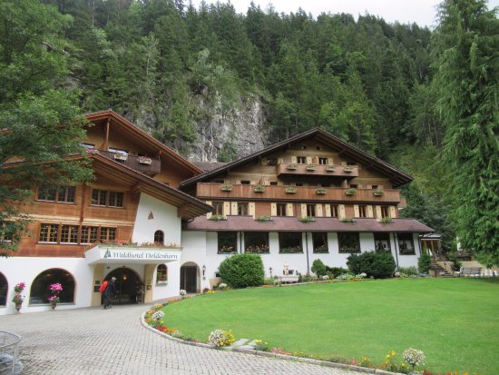 Waldhotel Doldenhorn: Nestled right into the mountains