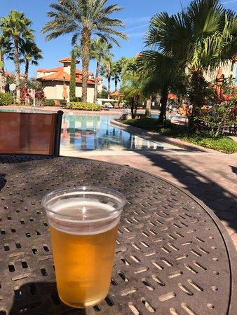 Tuscana Resort Orlando by Aston: Mesas de la alberca