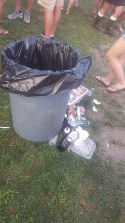 Middletown, Pensilvania: trash everywhere.