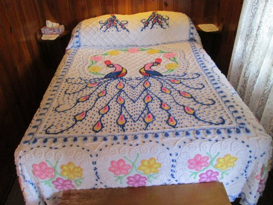 Manns Choice, PA: Chenille bedspread with dual peacock design.
